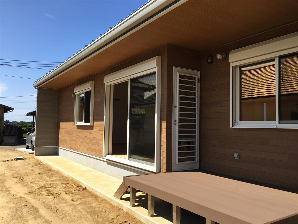 無垢材平屋のウッドデッキ|石岡市の注文住宅,ログハウスのような木の家を低価格で建てるならエイ・ワン