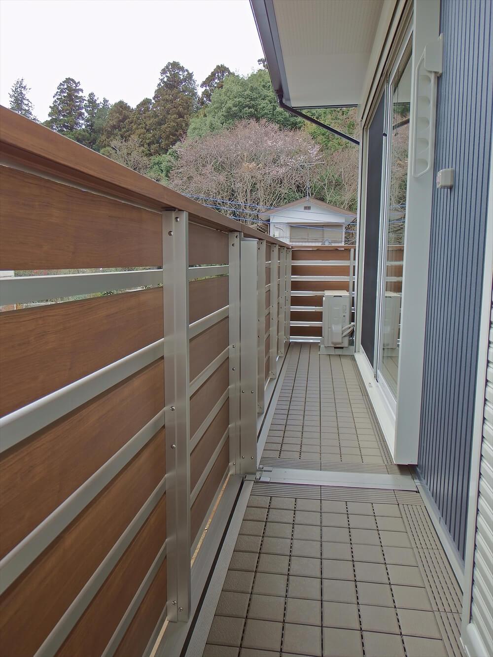 無垢材に囲まれた住宅のランダ|茨城県石岡市の注文住宅,エイ・ワン