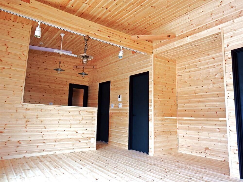 サーファーズハウス平屋のリビング|長生村の注文住宅,ログハウスのような木の家を低価格で建てるならエイ・ワン