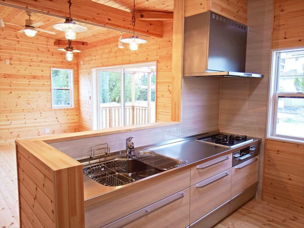 サーファーズハウス平屋のキッチン|長生村の注文住宅,ログハウスのような木の家を低価格で建てるならエイ・ワン