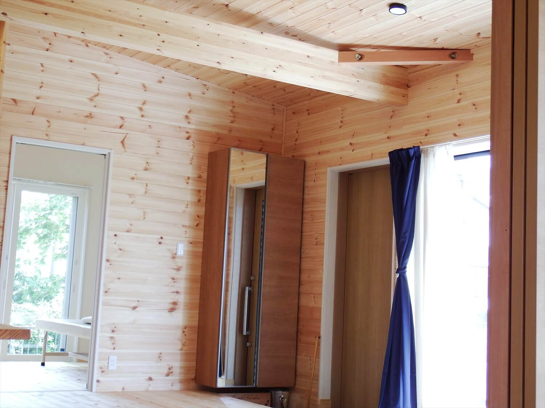 夫婦で暮らす無垢材の平屋のリラクゼーションルーム|鴻巣市の注文住宅,ログハウスのような木の家を低価格で建てるならエイ・ワン