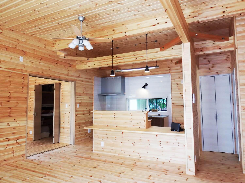 夫婦で暮らす無垢材に囲まれた住宅のLDK|埼玉県鴻巣市の注文住宅,ログハウスのような木の家を低価格で建てるならエイ・ワン