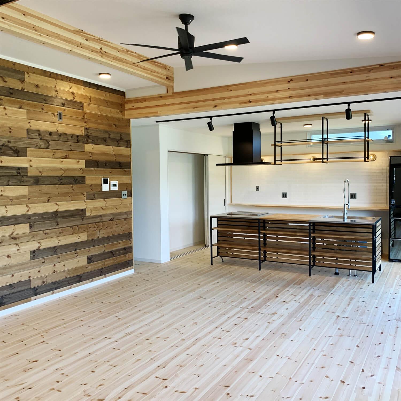 無垢材を使用した広いLDKがある長期優良住宅の無垢材のLDK|茨城県行方市の注文住宅,エイ・ワン
