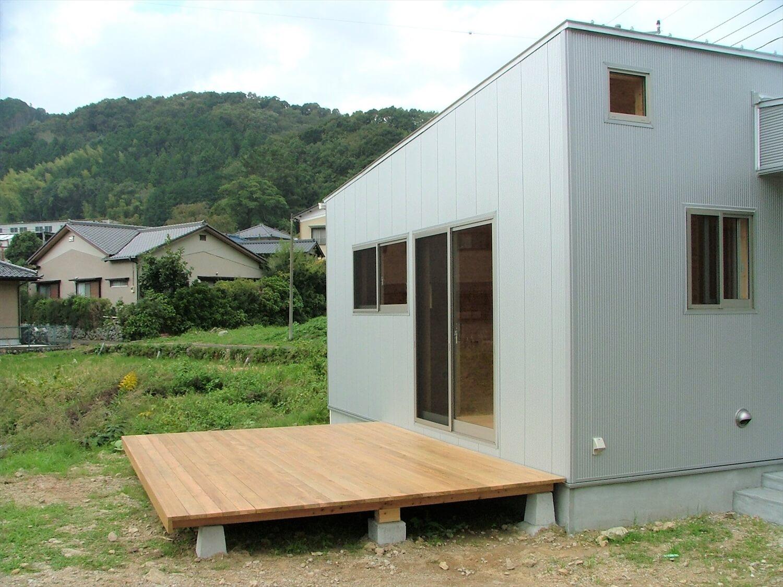 平屋のウッドデッキ|伊豆市の注文住宅,ログハウスのような低価格住宅を建てるならエイ・ワン