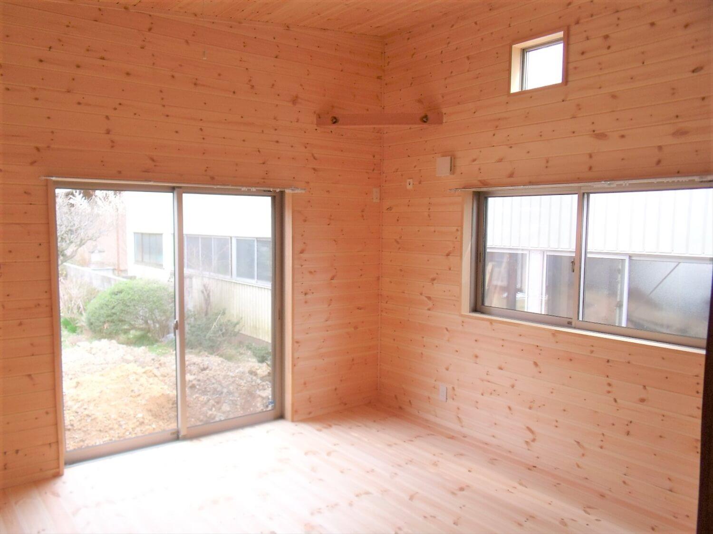 内装無垢材仕様の平屋のリビング|小美玉市の注文住宅,ログハウスのような低価格住宅を建てるならエイ・ワン
