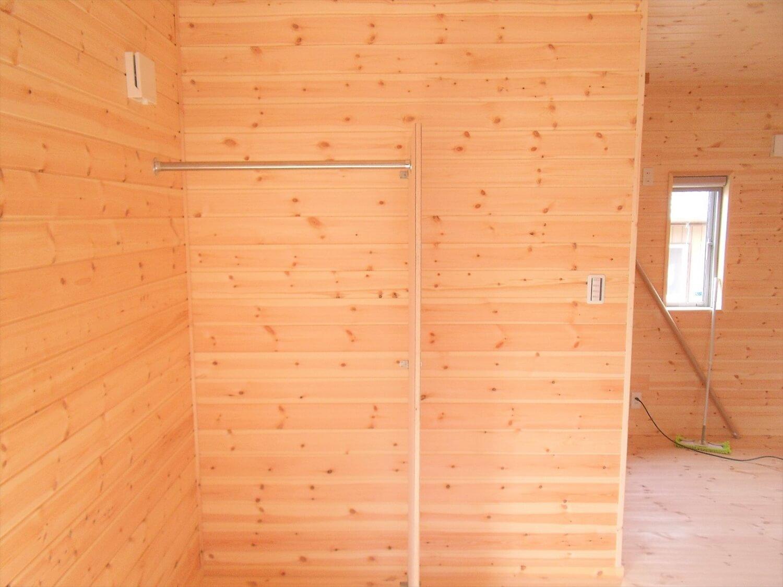 内装無垢材仕様の平屋のポール|小美玉市の注文住宅,ログハウスのような低価格住宅を建てるならエイ・ワン