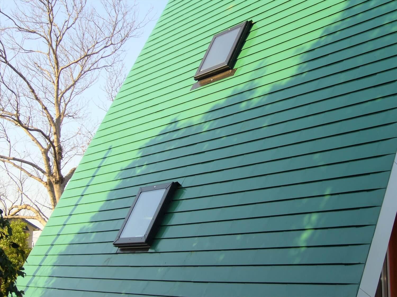 三角形のユニークな二階建ての屋根|成田市の注文住宅,ログハウスのような低価格住宅を建てるならエイ・ワン