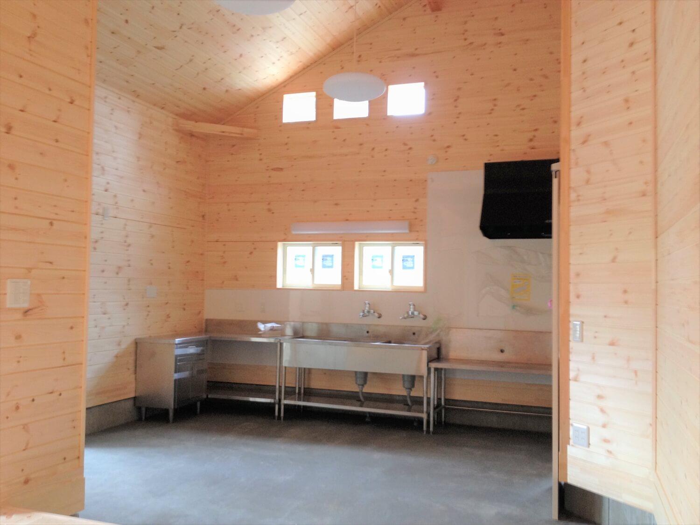 薪ストーブのある二階建ての作業場|勝浦市の注文住宅,ログハウスのような低価格住宅を建てるならエイ・ワン