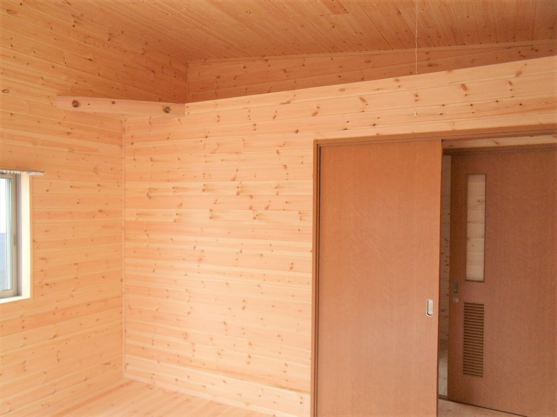 無垢材仕様の平屋の内装|小美玉市の注文住宅,ログハウスのような低価格住宅を建てるならエイ・ワン