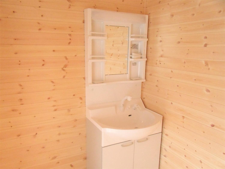 内装無垢材仕様の平屋の洗面室|小美玉市の注文住宅,ログハウスのような低価格住宅を建てるならエイ・ワン