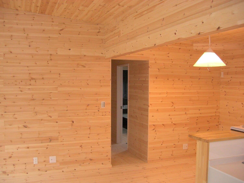 モダンな平屋のリビング|水戸市の注文住宅,ログハウスのような低価格住宅を建てるならエイ・ワン