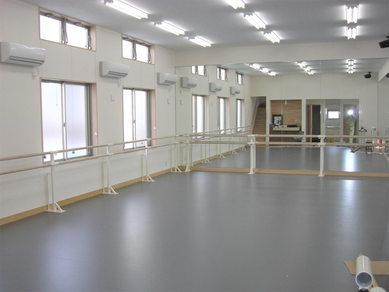 二階建てのバレエスクールの練習場4|水戸市の注文住宅,ログハウスのような低価格住宅を建てるならエイ・ワン