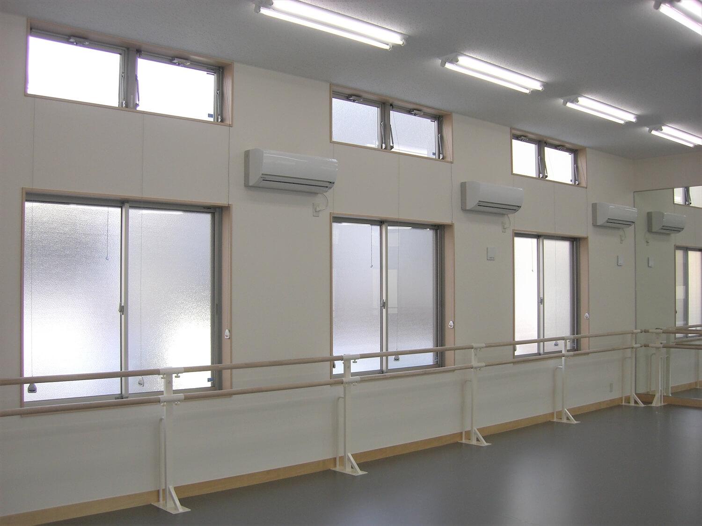 二階建てのバレエスクールの練習場2|水戸市の注文住宅,ログハウスのような低価格住宅を建てるならエイ・ワン