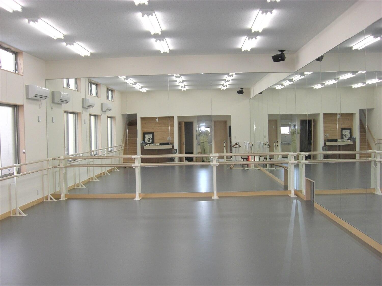 二階建てのバレエスクールの練習場3|水戸市の注文住宅,ログハウスのような低価格住宅を建てるならエイ・ワン