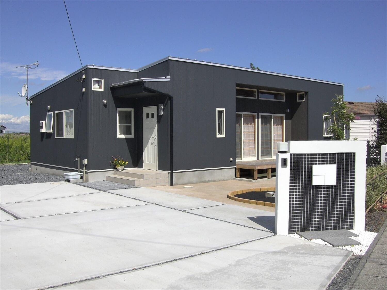 モダンな平屋の外構|水戸市の注文住宅,ログハウスのような低価格住宅を建てるならエイ・ワン
