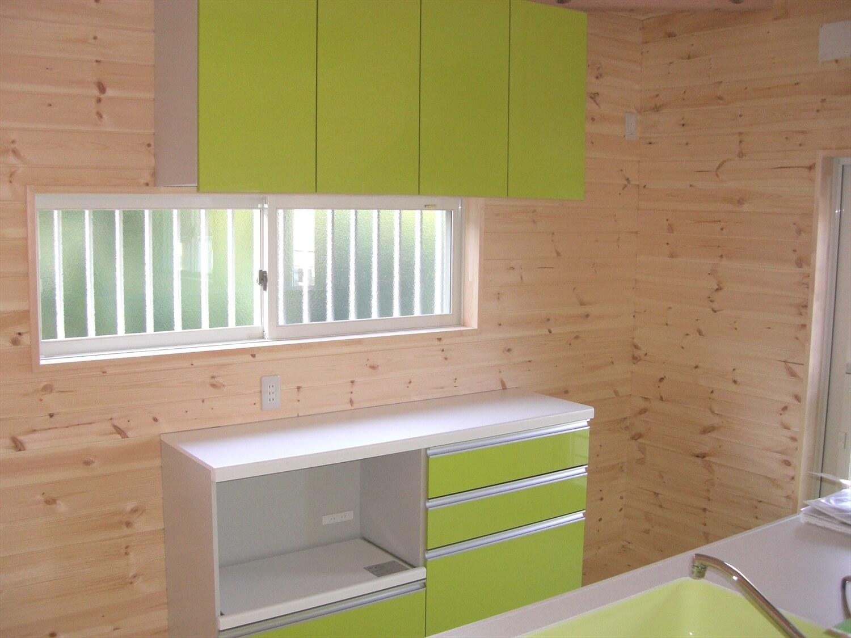 ドックスペースのある平屋のキッチン収納|蒲郡市の注文住宅,ログハウスのような低価格住宅を建てるならエイ・ワン