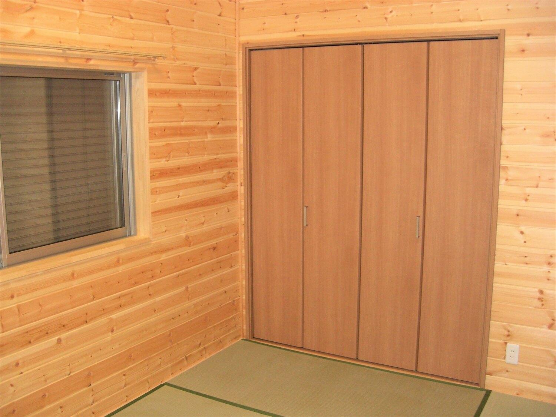 ホワイト外観のシンプルな平屋の和室|北茨城市の注文住宅,ログハウスのような低価格住宅を建てるならエイ・ワン