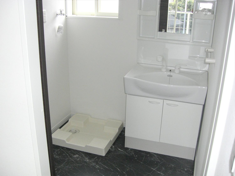 アパートタイプの二階建ての洗面台|水戸市の注文住宅,ログハウスのような低価格住宅を建てるならエイ・ワン