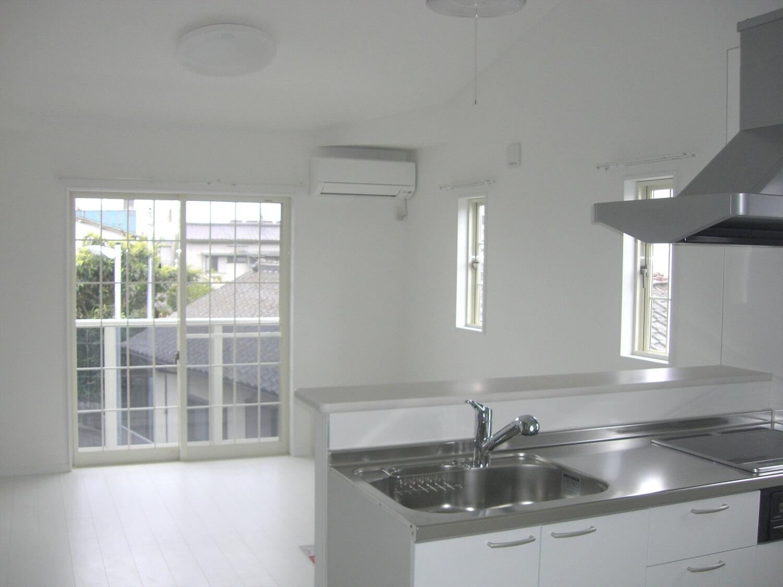 アパートタイプの二階建ての内装|水戸市の注文住宅,ログハウスのような低価格住宅を建てるならエイ・ワン