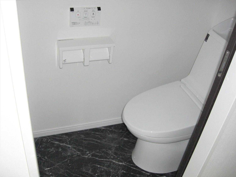 アパートタイプの二階建てのトイレ|水戸市の注文住宅,ログハウスのような低価格住宅を建てるならエイ・ワン