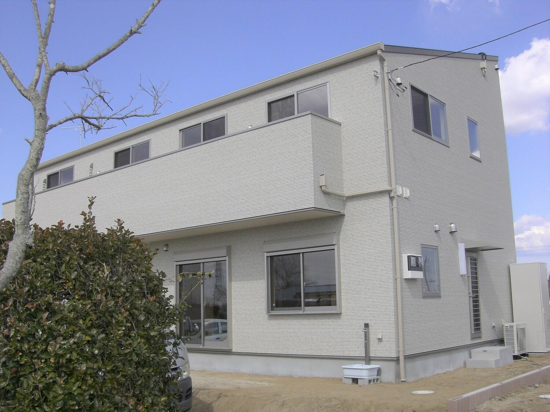 ホワイトカラーの二階建ての外観|那珂市の注文住宅,ログハウスのような低価格住宅を建てるならエイ・ワン
