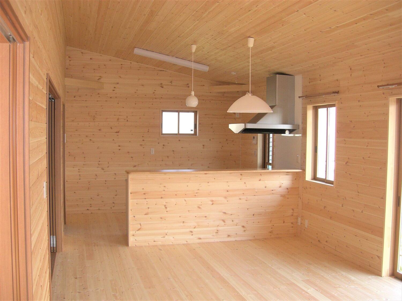モダンな無垢材平屋のLDK|水戸市の注文住宅,ログハウスのような低価格住宅を建てるならエイ・ワン