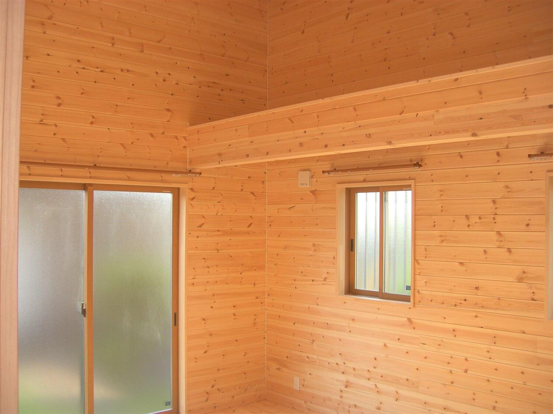 モダンな無垢材平屋の梁|水戸市の注文住宅,ログハウスのような低価格住宅を建てるならエイ・ワン