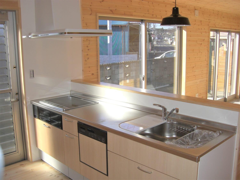 趣味を楽しむ土間つき二階建てのキッチン|水戸市の注文住宅,ログハウスのような低価格住宅を建てるならエイ・ワン
