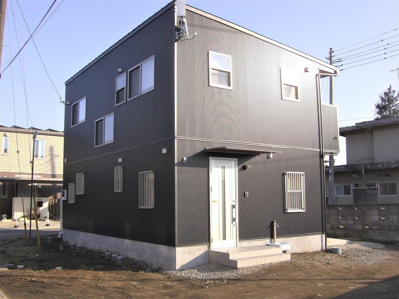趣味を楽しむ土間つき二階建ての外観正面|水戸市の注文住宅,ログハウスのような低価格住宅を建てるならエイ・ワン