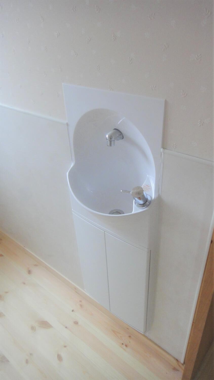 和モダン二階建ての手洗い場|行方市の注文住宅,ログハウスのような低価格住宅を建てるならエイ・ワン