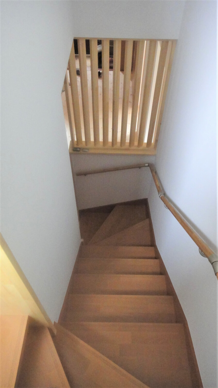 和モダン二階建ての階段|行方市の注文住宅,ログハウスのような低価格住宅を建てるならエイ・ワン
