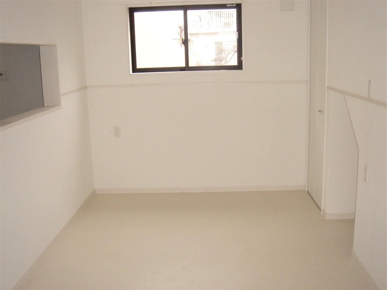 アパートタイプの二階建ての室内|つくば市の注文住宅,ログハウスのような低価格住宅を建てるならエイ・ワン