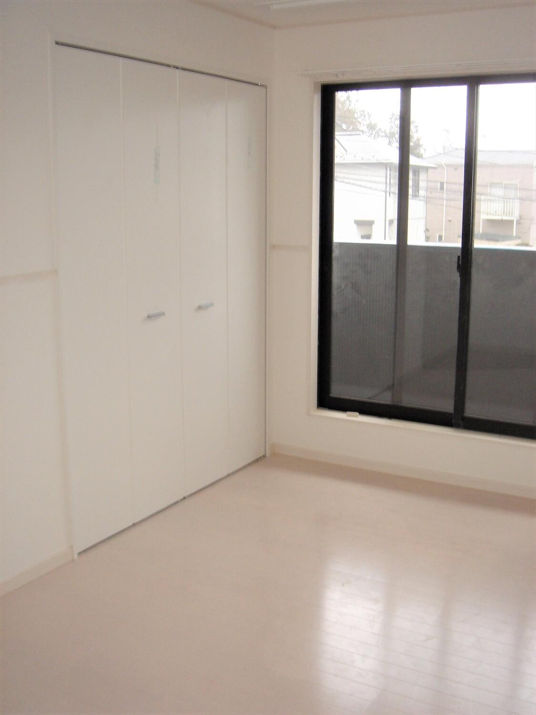 アパートタイプの二階建ての居室 つくば市の注文住宅,ログハウスのような低価格住宅を建てるならエイ・ワン