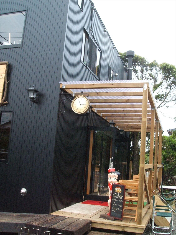 カフェ店舗兼二階建て住宅の入り口|行方市の注文住宅,ログハウスのような低価格住宅を建てるならエイ・ワン
