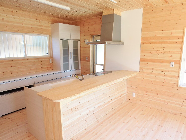 和室付き二階建てのキッチンカウンター|行方市の注文住宅,ログハウスのような低価格住宅を建てるならエイ・ワン