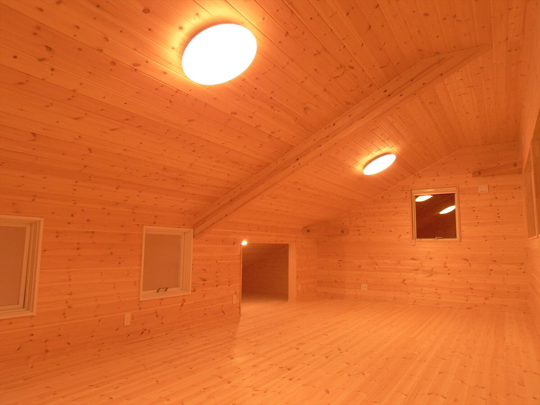 和室付き二階建ての夜の二階|行方市の注文住宅,ログハウスのような低価格住宅を建てるならエイ・ワン
