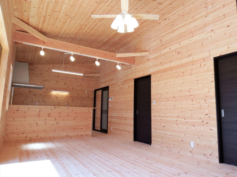 ブラック外観の平屋のLDK|常陸太田市の注文住宅,ログハウスのような低価格住宅を建てるならエイ・ワン