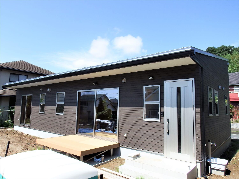 ブラック外観の平屋の外観|常陸太田市の注文住宅,ログハウスのような低価格住宅を建てるならエイ・ワン