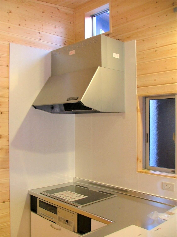 シンメトリー住宅のキッチン|袖ヶ浦市の注文住宅,ログハウスのような低価格住宅を建てるならエイ・ワン