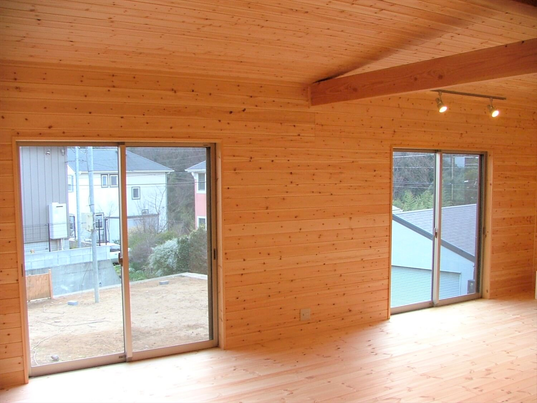 シンメトリー住宅のリビング|袖ヶ浦市の注文住宅,ログハウスのような低価格住宅を建てるならエイ・ワン