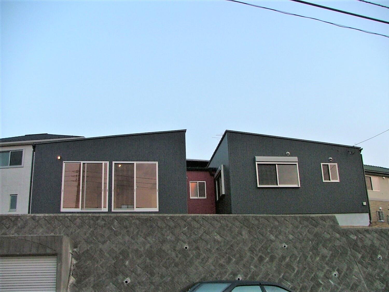 シンメトリー住宅の外観正面|袖ヶ浦市の注文住宅,ログハウスのような低価格住宅を建てるならエイ・ワン