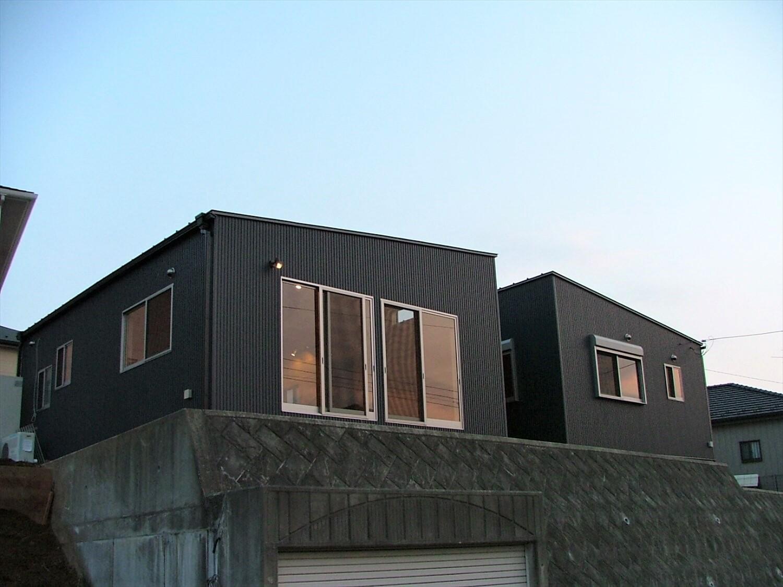 シンメトリー住宅の外観|袖ヶ浦市の注文住宅,ログハウスのような低価格住宅を建てるならエイ・ワン