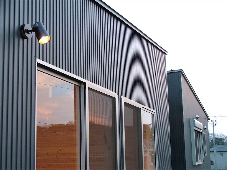 シンメトリー住宅の屋外灯|袖ヶ浦市の注文住宅,ログハウスのような低価格住宅を建てるならエイ・ワン