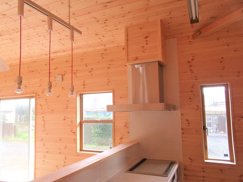 ロフト付きの平屋のキッチン|石岡市の注文住宅,ログハウスのような低価格住宅を建てるならエイ・ワン