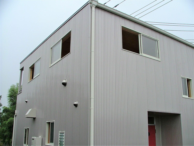 ベランダ付き二階建ての外観|深谷市の注文住宅,ログハウスのような低価格住宅を建てるならエイ・ワン
