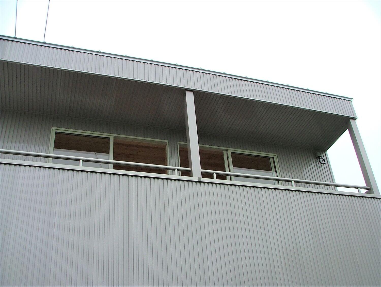 二階建てのベランダ|深谷市の注文住宅,ログハウスのような低価格住宅を建てるならエイ・ワン