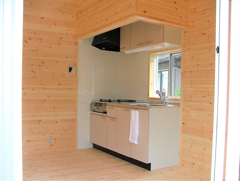 ベランダ付き二階建てのキッチン|深谷市の注文住宅,ログハウスのような低価格住宅を建てるならエイ・ワン