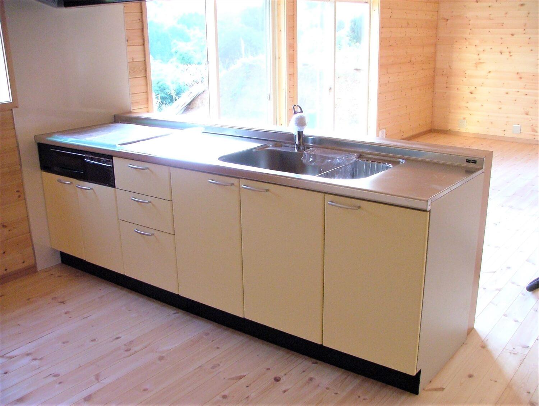 内装無垢材張りの平屋のキッチン|綾部市の注文住宅,ログハウスのような低価格住宅を建てるならエイ・ワン