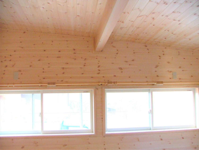 内装無垢材張りの平屋の窓|綾部市の注文住宅,ログハウスのような低価格住宅を建てるならエイ・ワン
