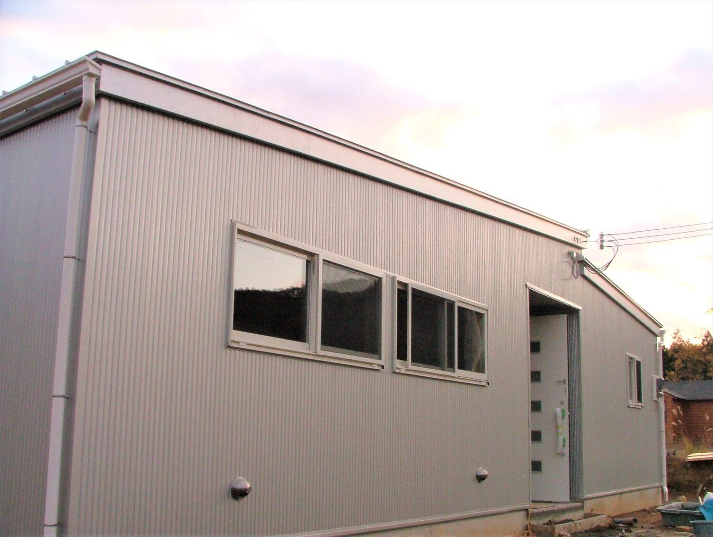 内装無垢材張りの平屋の外観2|綾部市の注文住宅,ログハウスのような低価格住宅を建てるならエイ・ワン